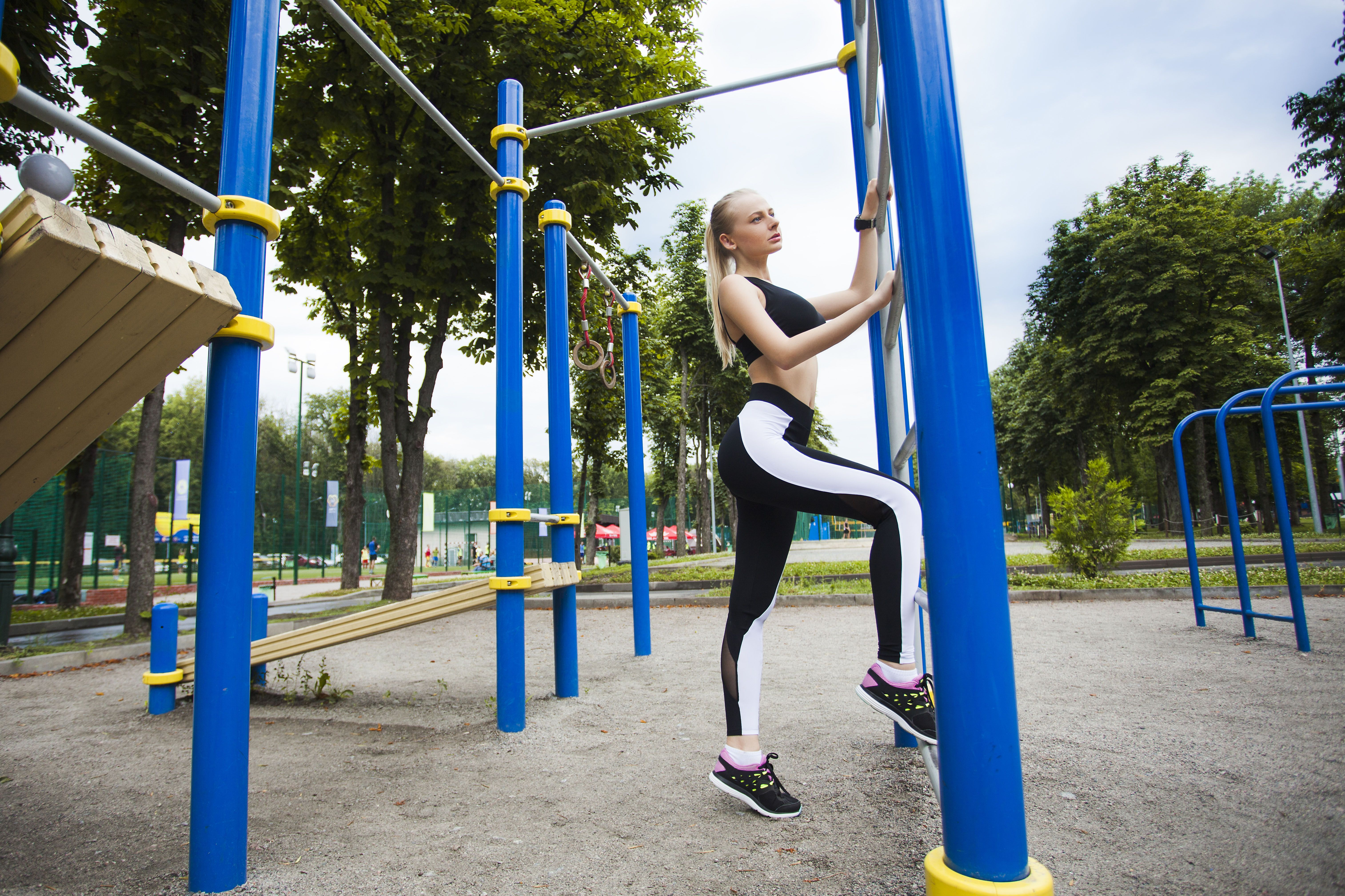 15 Parental Exercise Hacks to Turn a Playground into a Gym