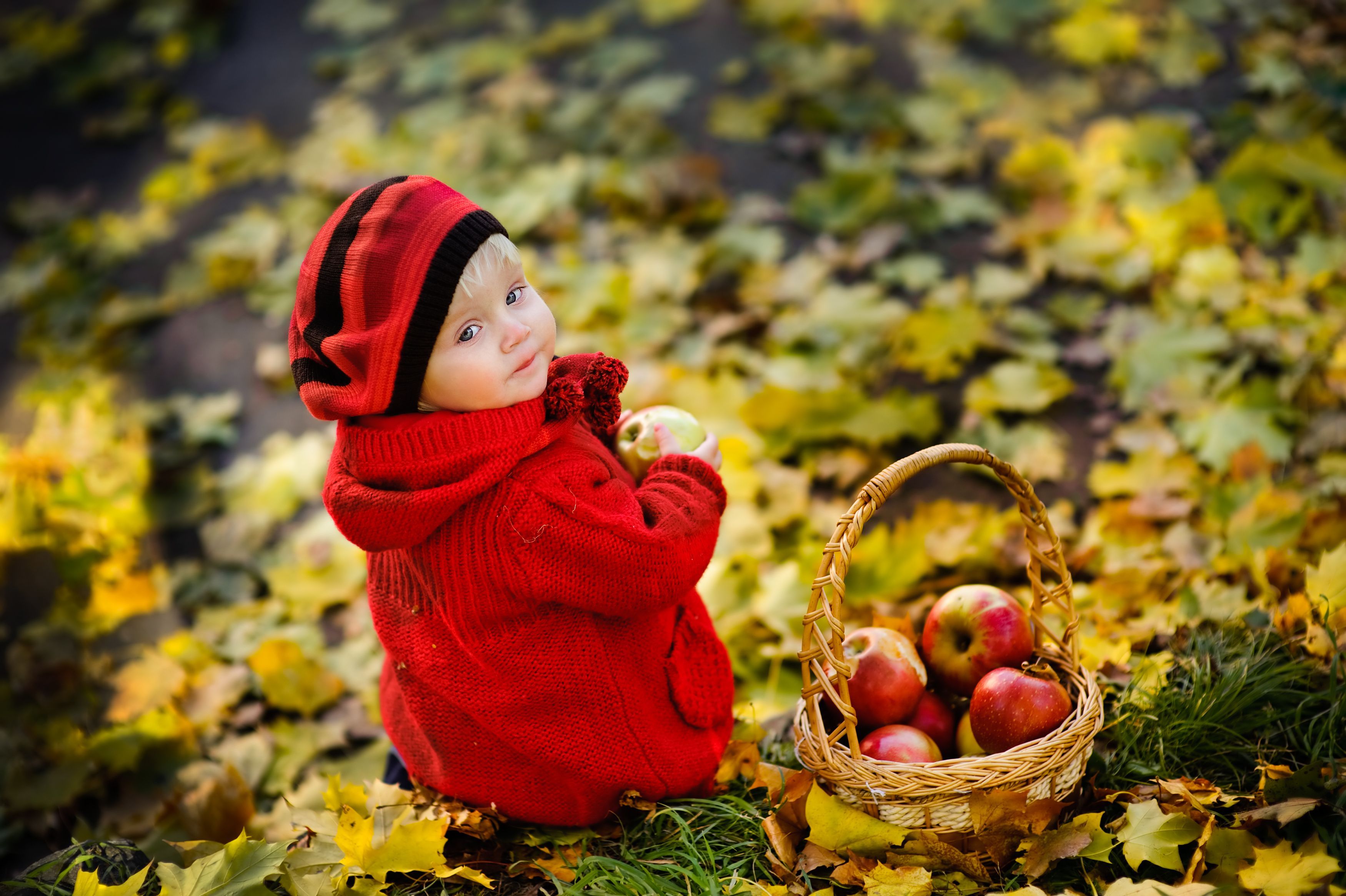 25 Beautiful Baby Names Inspired By Autumn